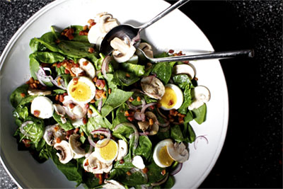 spinach-salad-with-warm-bacon-vinaigrette